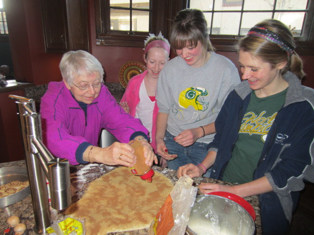 Avrie, MacKenzie and Morgan sprinkling cinnamon with Grandma Cuckoo